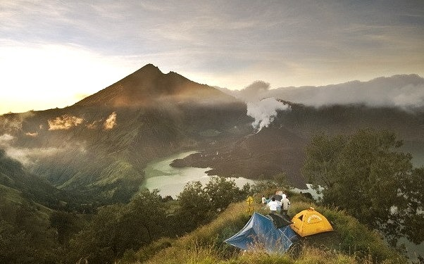 by hock how & siew peng on Flickr.Morning at 2641m on Gunung Rinjani Volcano, Lombok, Indonesia.
