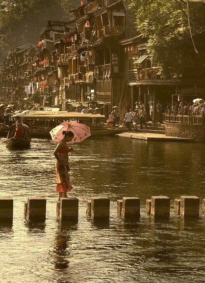 Crossing the river in Fenghuang / China